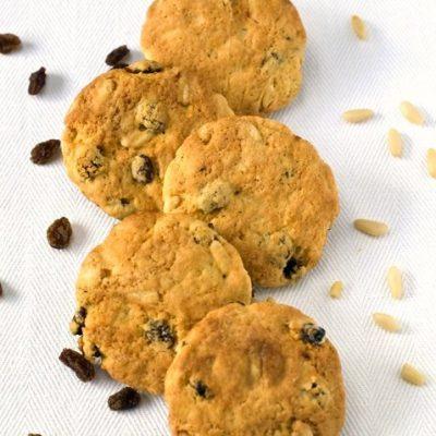biscotti rustici con uvetta e pinoli