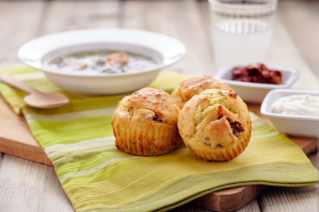 Muffin con parmigiano e pomodori secchi